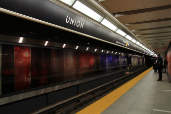toronto-subway-font-at-union-station